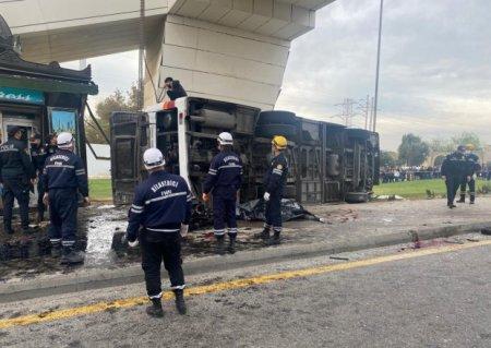 """Bakıda dəhşətli QƏZA - Sərnişin avtobusu """"Shacman""""la toqquşdu (FOTO)"""